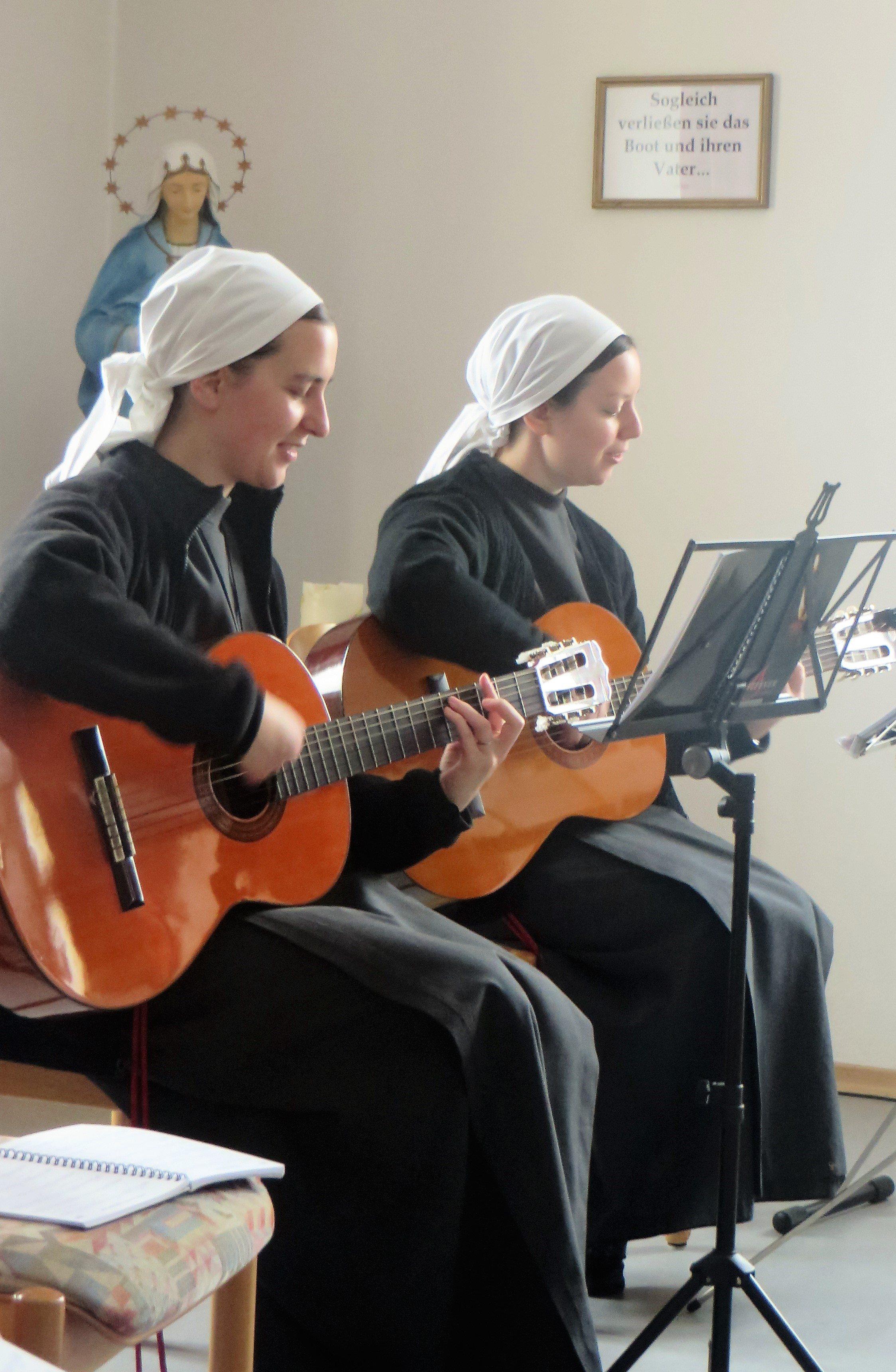 Hätte Mutter Gottes auch Gitarre gespielt?